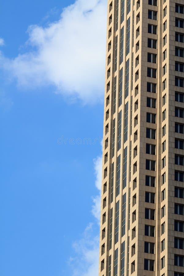 Facade av en skyskrapa royaltyfria foton