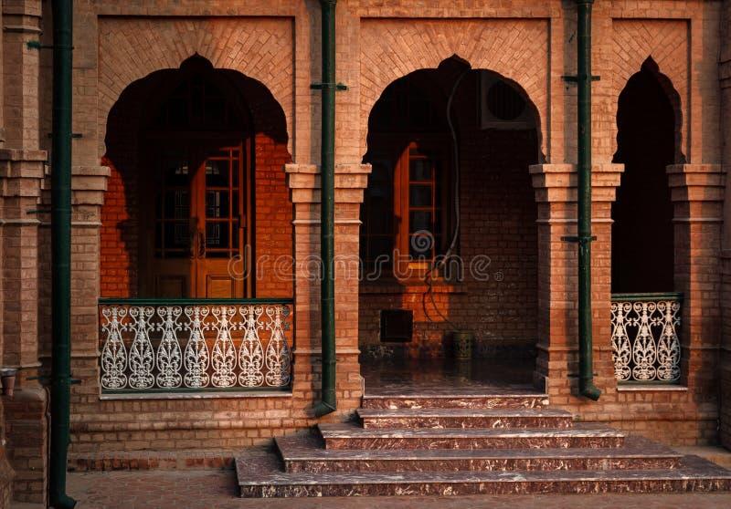 Facade av gammal byggnad fotografering för bildbyråer