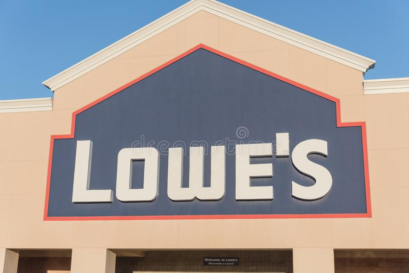 Facade entrance of Lowe home improvement retailer in USA. HOUSTON, TX, USA-SEP 30, 2016:Close-up logo of Lowe`s store exterior. A Fortune 500 American company stock photography