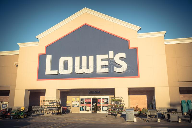 Facade entrance of Lowe home improvement retailer in USA. HOUSTON, TX, USA-SEP 30, 2016:Vintage entrance exterior to Lowe`s store. Fortune 500 American company stock photos