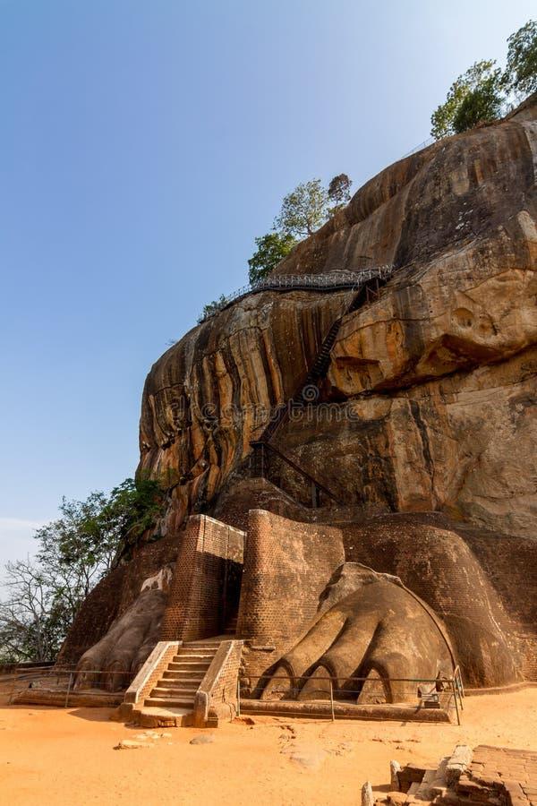 Download Facade För Lionportingång Av Den Sigiriya Fästningen Arkivfoto - Bild av historiskt, berg: 27281452
