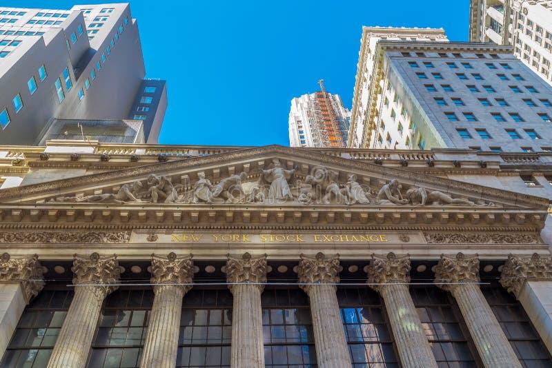 Facade of New York Stock Exchange on Wall Street, Nova York, EUA imagem de stock