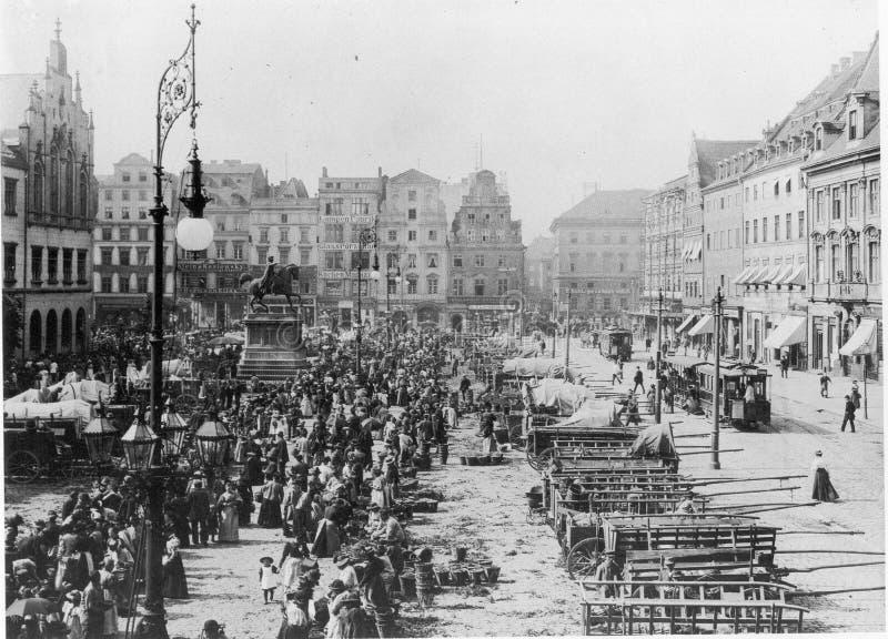 https://thumbs.dreamstime.com/b/facades-old-historic-tenements-rynek-market-square-wroclaw-breslau-poland-89743897.jpg