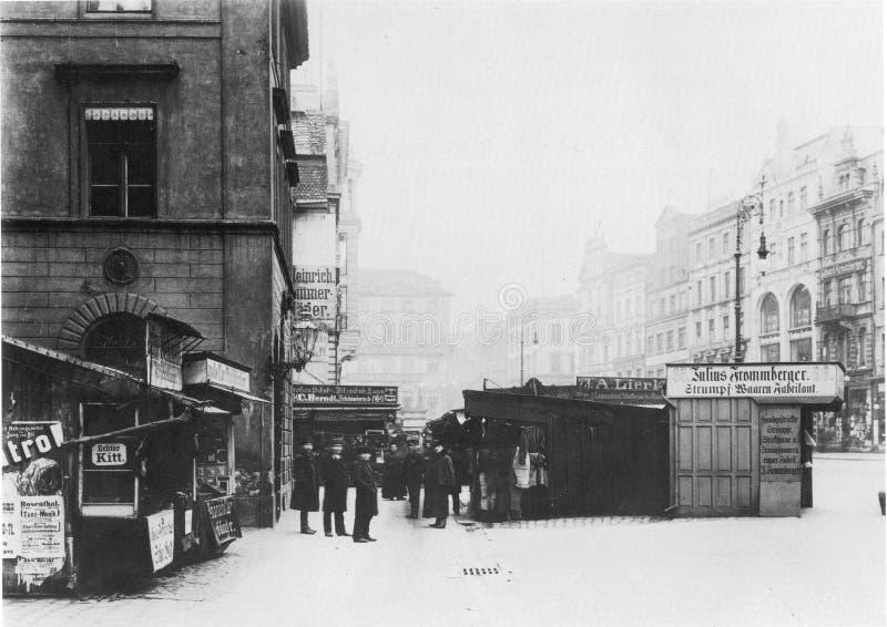 https://thumbs.dreamstime.com/b/facades-old-historic-tenements-rynek-market-square-wroclaw-breslau-poland-89744292.jpg