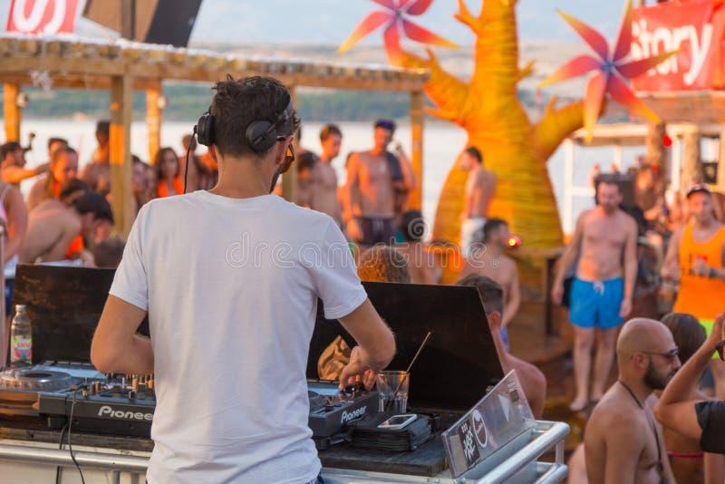 Faccia festa sulla spiaggia di Zrce, Novalja, l'isola del PAG, Croazia fotografia stock