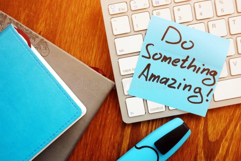 Faccia qualcosa che stupisce Motivazione e citazione ispiratrice immagine stock libera da diritti