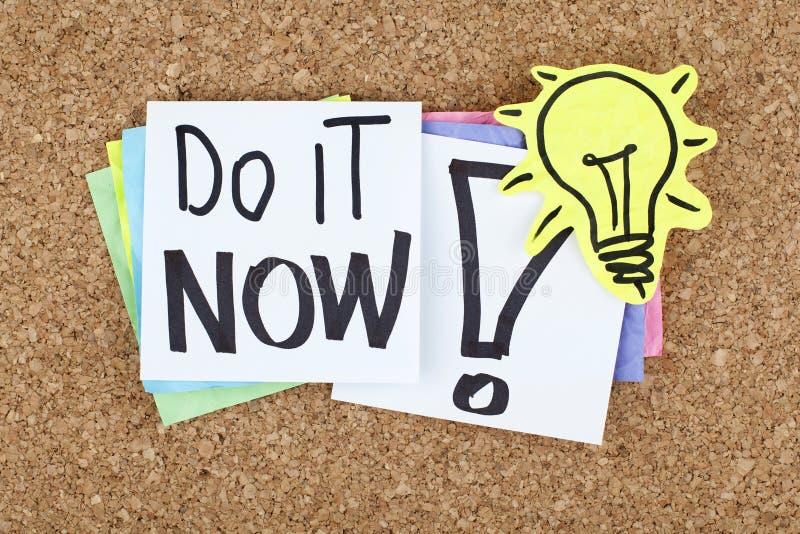 Faccialo ora/nota motivazionale immagini stock