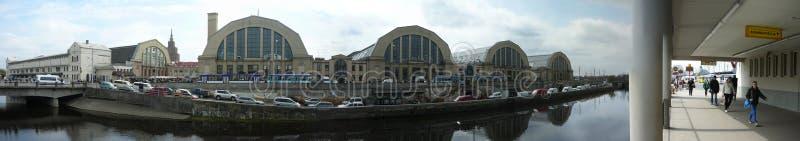 Facciata ad ovest del mercato di Riga fotografia stock