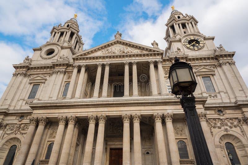 Facciata anteriore della cattedrale Londra di St Paul immagine stock libera da diritti