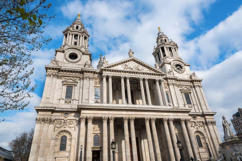 Facciata anteriore della cattedrale Londra di St Paul fotografia stock libera da diritti
