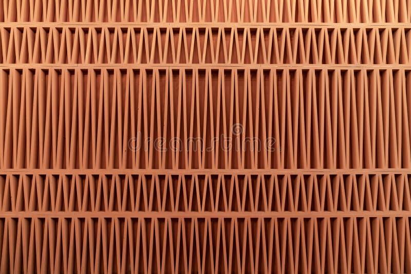 Facciata arancio del modello della struttura fatta da materiale locale nel modello della banda del triangolo/fondo astratto/facci fotografia stock