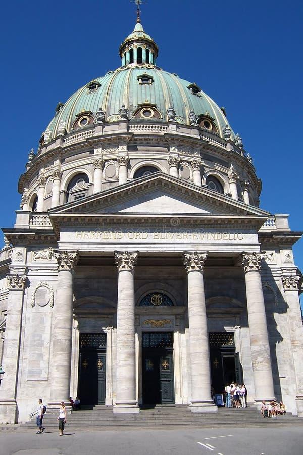 Facciata colonnare della cattedrale. fotografie stock