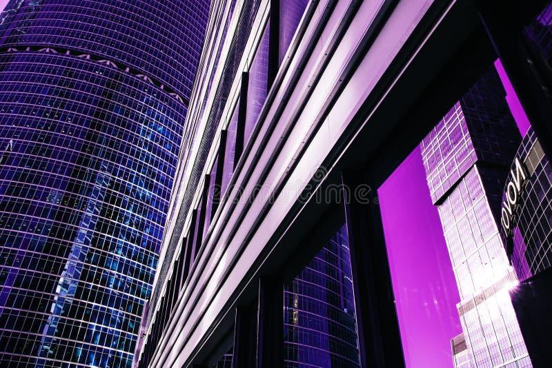 Facciata del grattacielo Costruzioni di Berlin Siluette di vetro moderne immagini stock libere da diritti