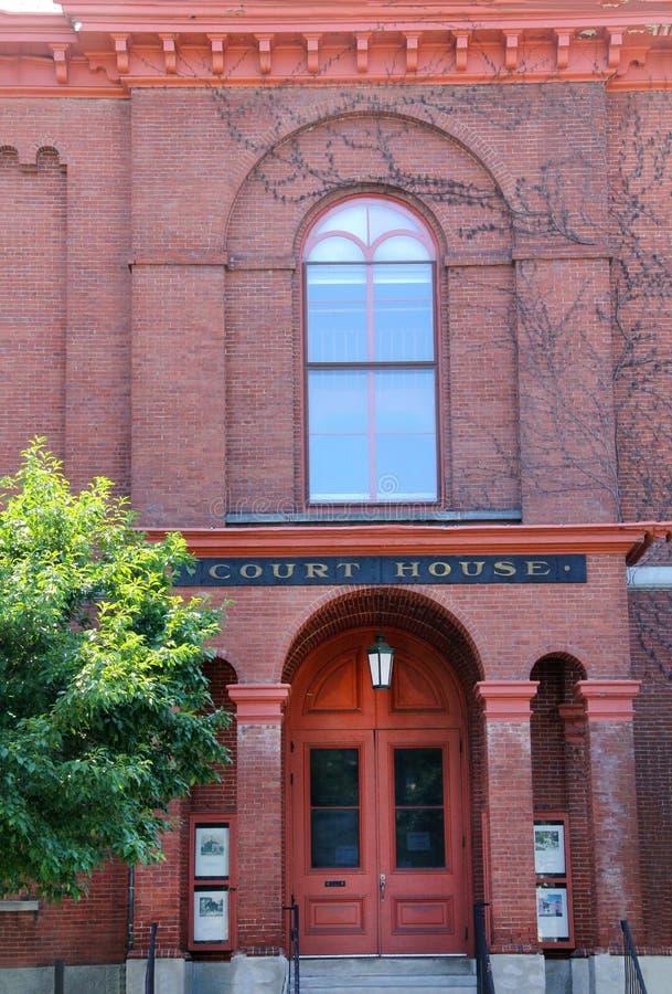 Facciata del mattone rosso, casa di corte, Keene del centro, New Hampshire fotografia stock libera da diritti