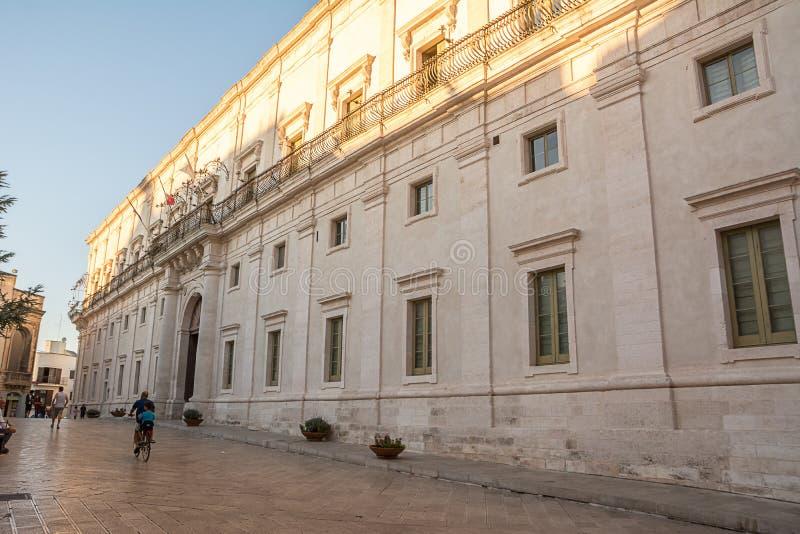 Facciata del palazzo ducale di Martina Franca Italy immagini stock