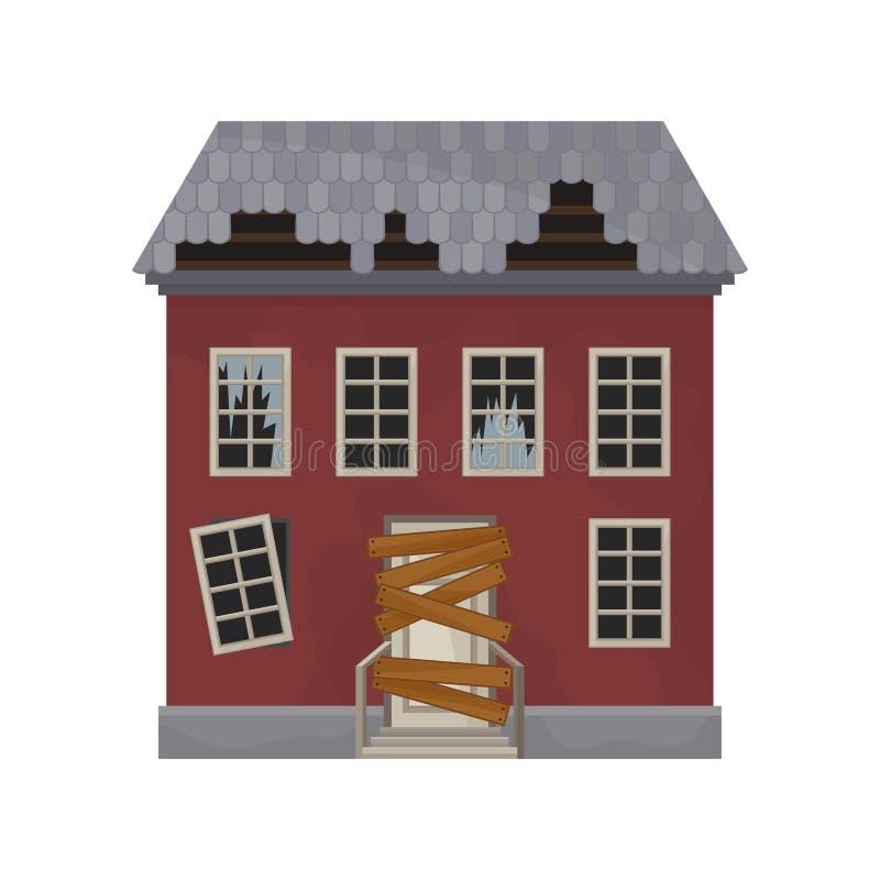 Facciata della casa abbandonata con le finestre ed il tetto rotti La porta ha imbarcato su Vecchia costruzione Proprietà privata  royalty illustrazione gratis