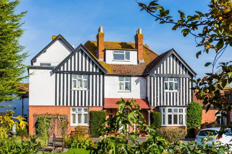 Descrizione di una casa in inglese - Facciata di una casa ...