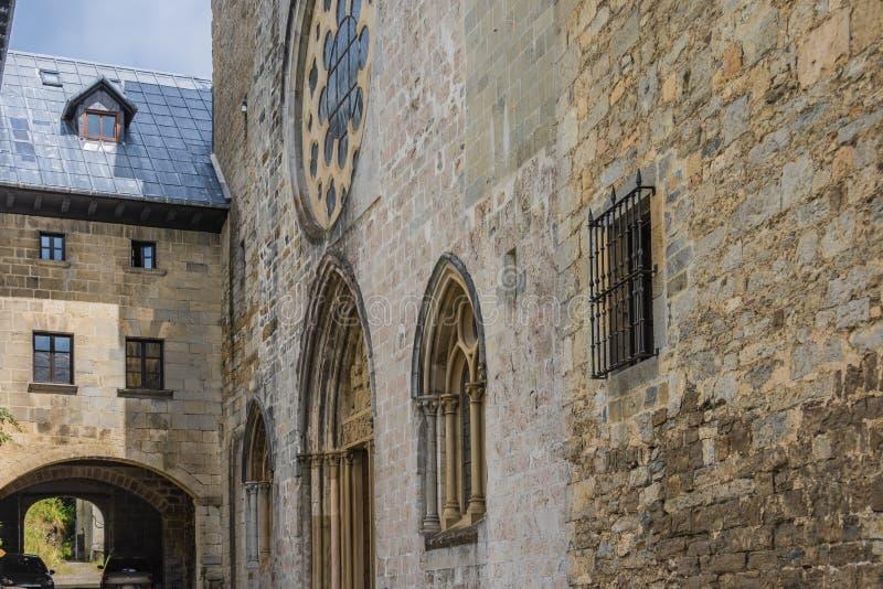 Facciata della chiesa collegiale di Roncesvalles Navarra Spagna fotografia stock