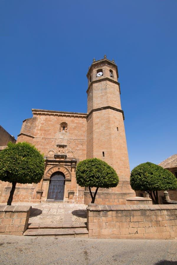 Facciata della chiesa San Mateo nel villaggio di Encina della La di Banos de fotografie stock