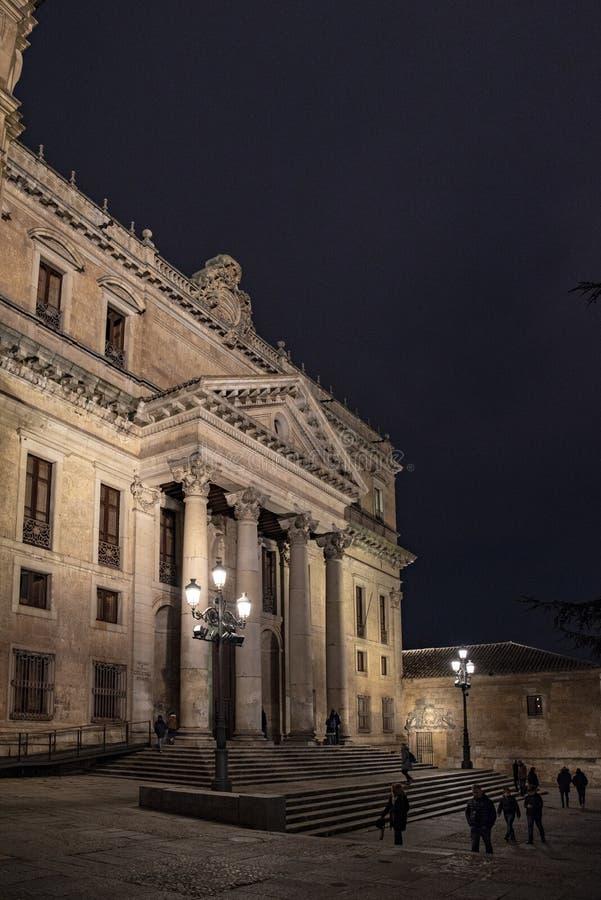 Facciata della costruzione antica della facoltà di filologia del Sa pubblico fotografia stock