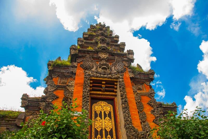 Facciata della porta di balinese del tempio Ubud bali immagini stock libere da diritti