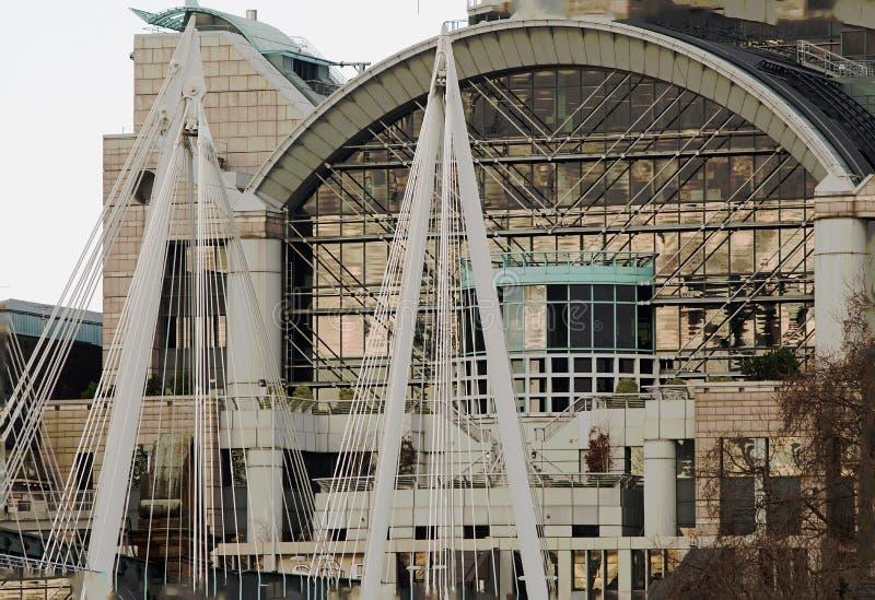Facciata della stazione di Waterloo veduta dalla Banca del sud del Tamigi a Londra, 2018 fotografia stock