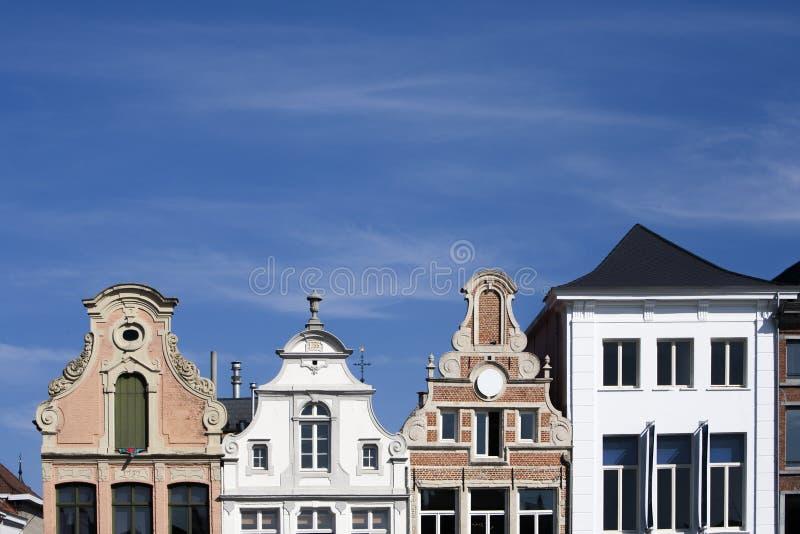 Facciata delle costruzioni del XVIII secolo in Malines, Belgio immagine stock