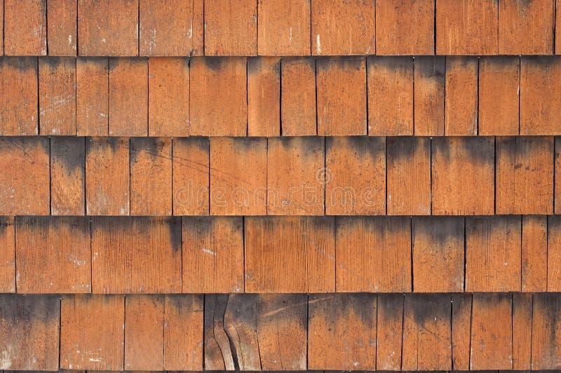 Facciata di legno della casa di campagna delle mattonelle immagini stock libere da diritti