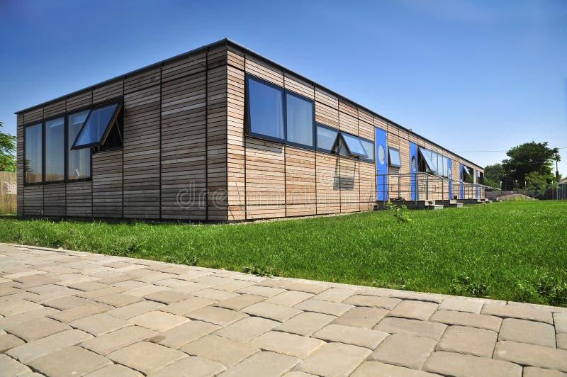 Facciata di legno moderna della casa fotografia stock - Casa legno moderna ...
