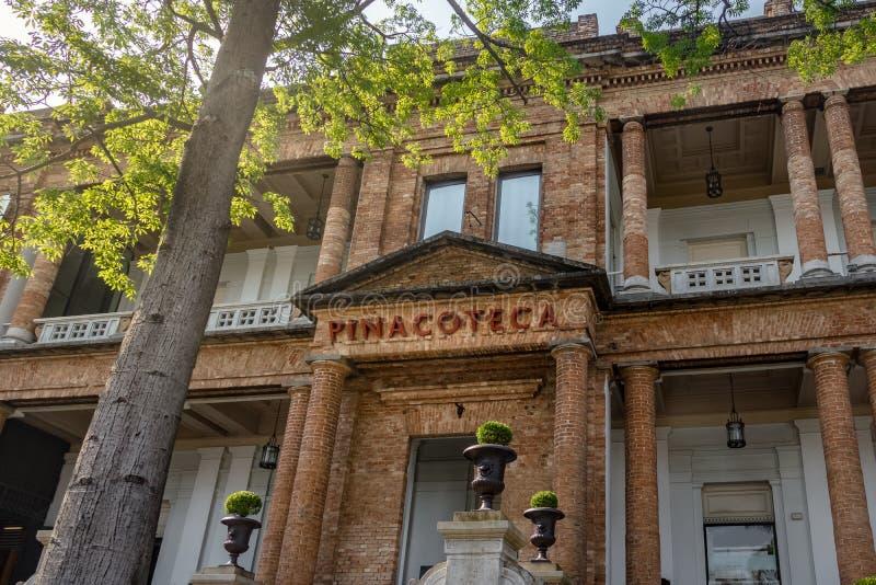 Facciata di Pinacoteca dello stato di Sao Paulo - Sao Paulo, Brasile fotografie stock