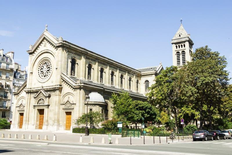Facciata di una cattedrale a Parigi, Francia immagini stock libere da diritti
