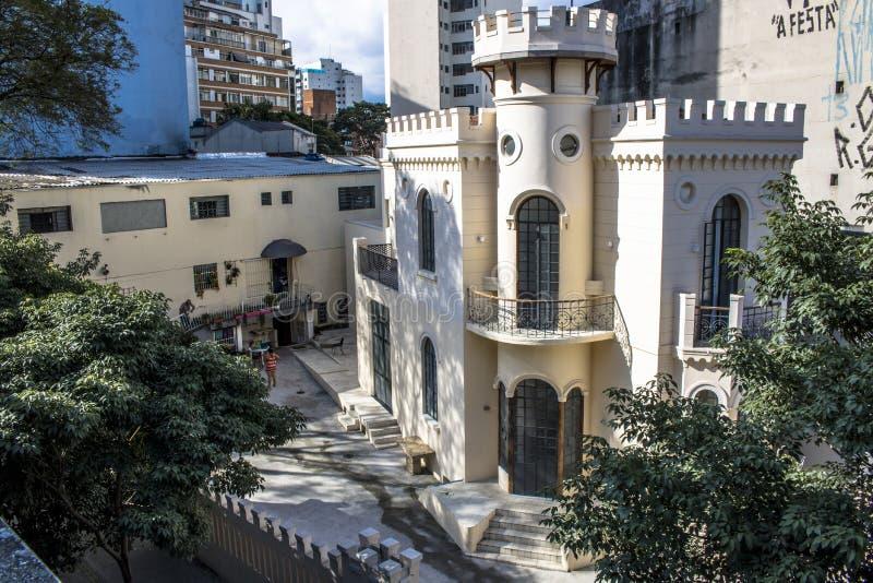 Facciata di vecchio piccolo castello della via di Apa a Sao Paulo del centro fotografie stock libere da diritti