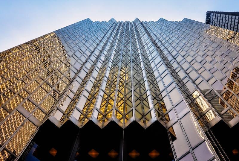 Facciata dorata spettacolare della costruzione di plaza di Royal Bank immagini stock libere da diritti