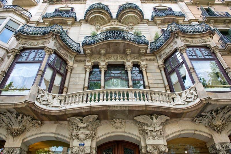 Download Facciata Edificio Di Art Nouveau A Barcellona, Spagna Fotografia Stock - Immagine di balcone, vetro: 56890986