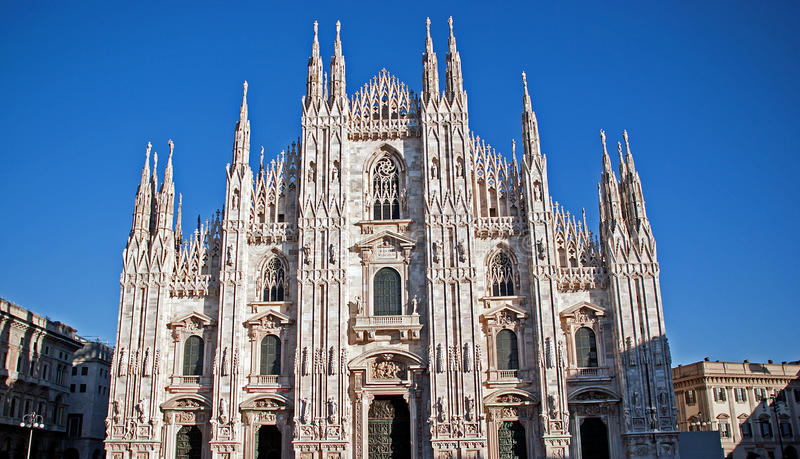 Facciata gotica della cattedrale di Milano fotografia stock libera da diritti