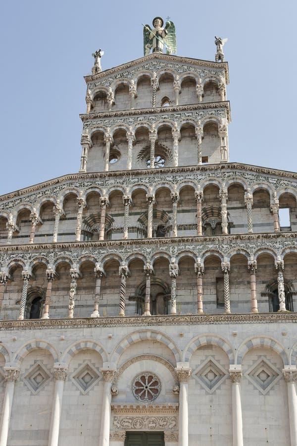 Facciata medievale della chiesa di San Michele in foro Lucca, Italia fotografie stock libere da diritti