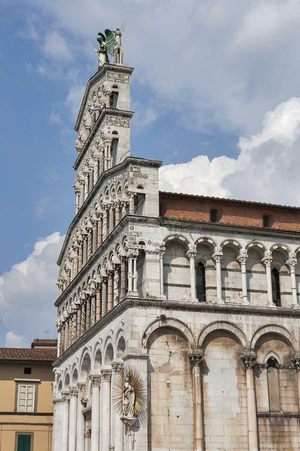 Facciata medievale della chiesa di San Michele in foro Lucca, Italia immagine stock libera da diritti