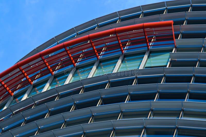 Facciata moderna dell 39 edificio per uffici fotografia stock for Piani dell edificio per la colazione