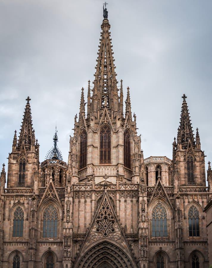 Facciata monumentale di Santa Creu Cathedral a Barcellona fotografia stock