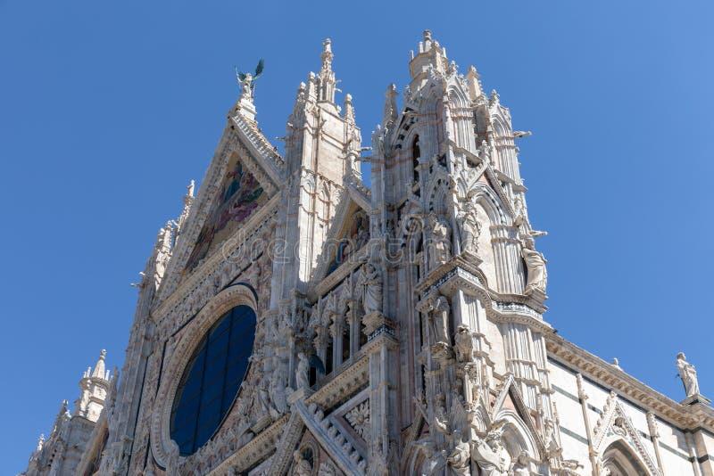 Facciata panoramica di Siena Cathedral (Di Siena del duomo) fotografia stock