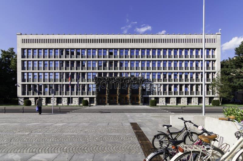 Facciata principale dell'assemblea nazionale della Slovenia nel quadrato della Repubblica, Transferrina, Slovenia immagini stock