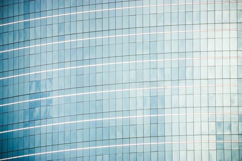 Facciate blu della finestra con il fondo di vignettatura immagini stock libere da diritti