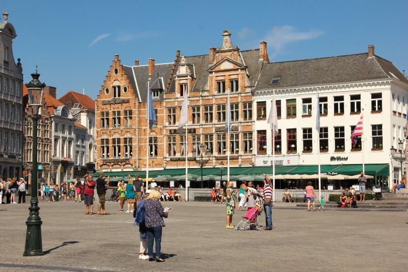 Facciate Colourful Quadrato del mercato Bruges belgium fotografie stock libere da diritti