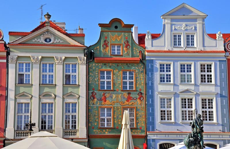 Facciate delle case a Poznan fotografie stock