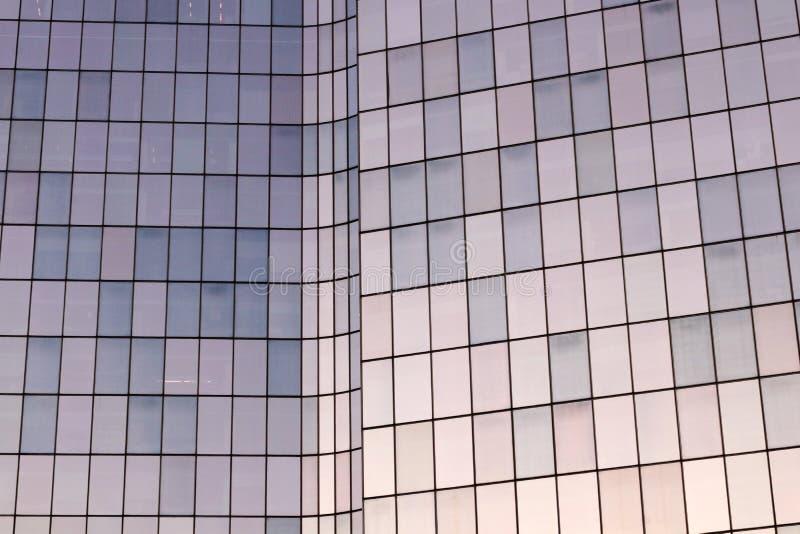 Facciate di vetro degli uffici della difesa della La nel distretto aziendale di Parigi immagine stock libera da diritti