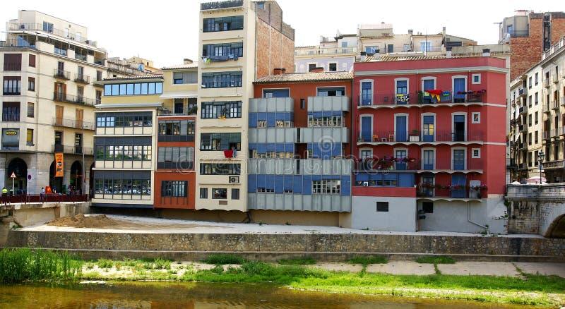 Facciate sul fiume Onyar a Girona fotografia stock libera da diritti