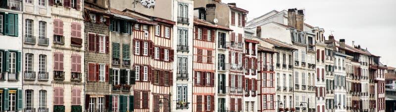 Facciate tipiche di Bayonne nel sud ad ovest della Francia immagine stock