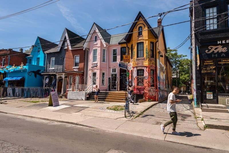 Facciate variopinte sul viale di Kensington a Toronto 2019 immagini stock libere da diritti