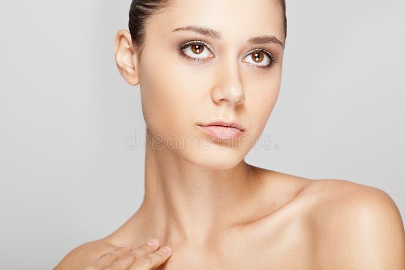 Face bonita da mulher com pele desobstruída imagens de stock royalty free