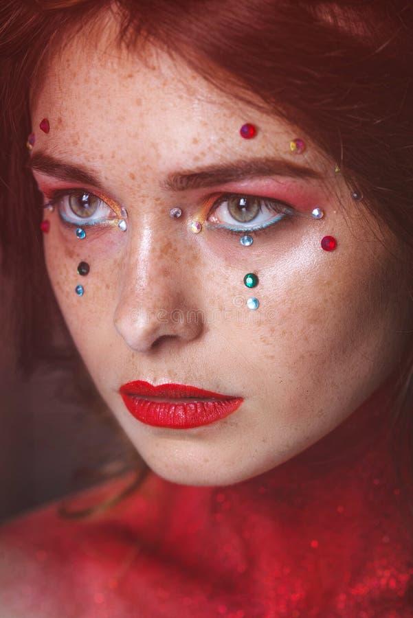 Face bonita da mulher Composi??o perfeita Forma da beleza eyelashes Sombra cosm?tica foto de stock royalty free